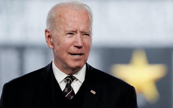 「6兆ドルの男」という異名をとるバイデン米大統領(米デラウェア州、5月)=ロイター