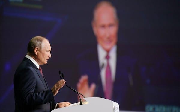 プーチン大統領は4日の演説で、環境保護政策の強化へ方針転換をアピールした=AP