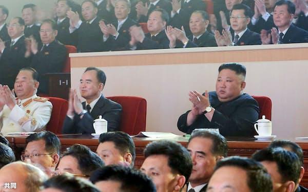 金正恩総書記の動静が伝えられるのは約1カ月ぶりだ(写真は2月)=朝鮮中央通信・共同