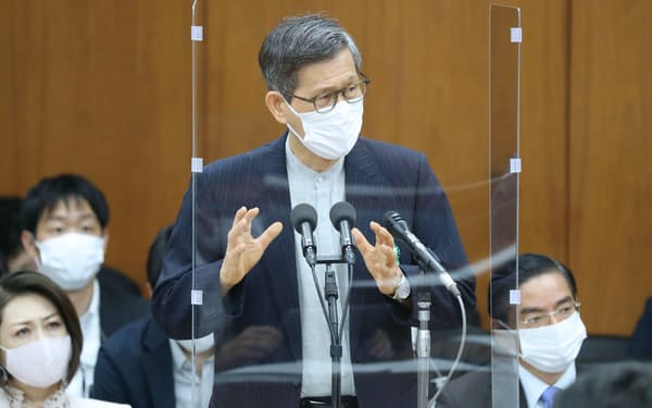 衆院厚労委で答弁する新型コロナ感染症対策分科会の尾身茂会長(4日)