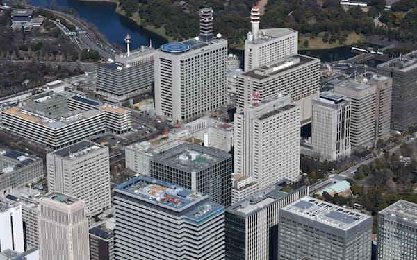 霞が関に並ぶ省庁のビル