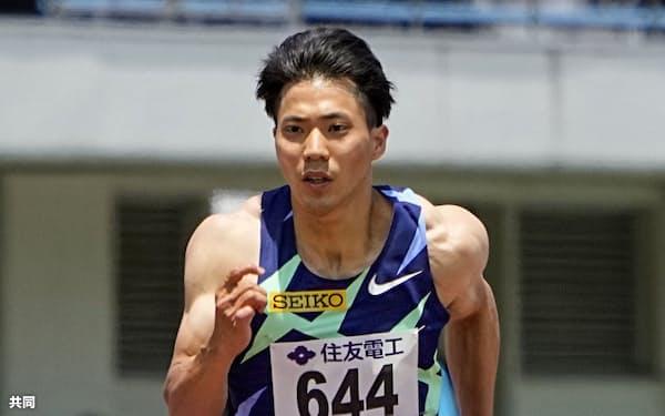 男子100メートル予選で10秒01をマークし、東京五輪の参加標準記録を突破した山県亮太=鳥取市のヤマタスポーツパーク陸上競技場