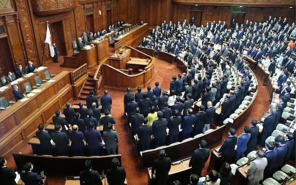 与党と立憲民主党などの賛成多数で国民投票法改正案が可決された衆院本会議(5月11日)