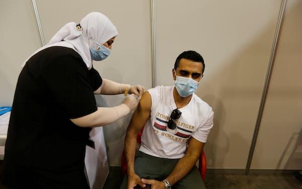 バーレーンでは昨年12月にワクチン接種が始まった(首都マナマ)=ロイター