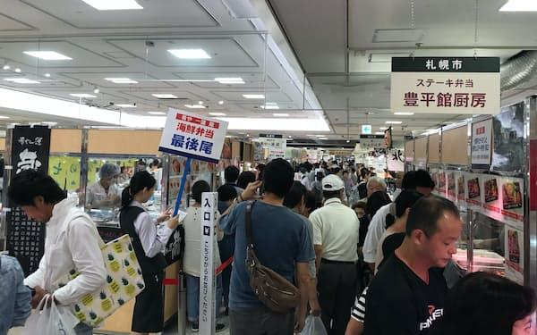 百貨店で開く北海道物産展は来店客でごった返す人気イベント(2018年)