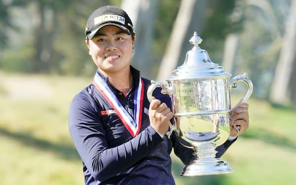 全米女子オープン選手権で優勝しトロフィーを手にする笹生優花(6日、米サンフランシスコ)=USA TODAY