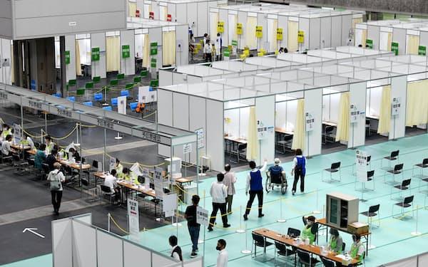 大阪市が開設した新型コロナワクチンの大規模接種会場(7日午前、大阪市住之江区のインテックス大阪)
