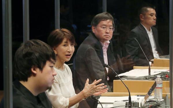 討論する(左から)鶴岡、石黒、西山、武藤の各氏(7日、東京・大手町)