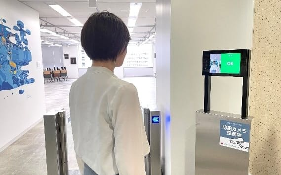NTTコミュニケーションズとパナソニックシステムソリューションズジャパンは顔認証による入退場管理サービスなどで協業する