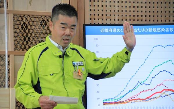 大規模ワクチン接種会場の開設を発表する滋賀県の三日月大造知事(8日、滋賀県庁)