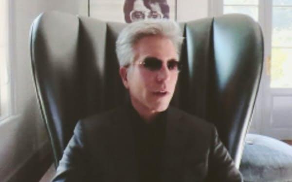 対談する米サービスナウのビル・マクダーモット社長兼CEO(8日午前、東京・大手町)
