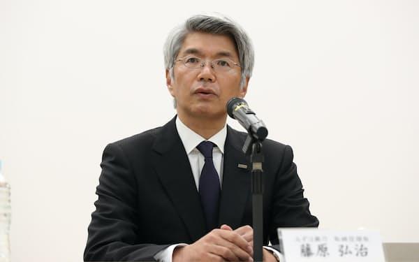 藤原氏は責任を取り、会長への就任を見合わせる(3月1日、東京・大手町)