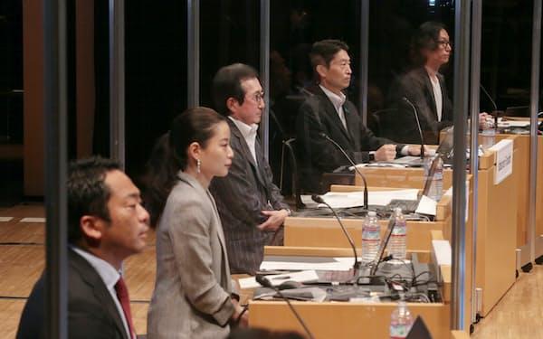討論する(左から)神谷、平野、小出、古市、村上の各氏(8日、東京・大手町)