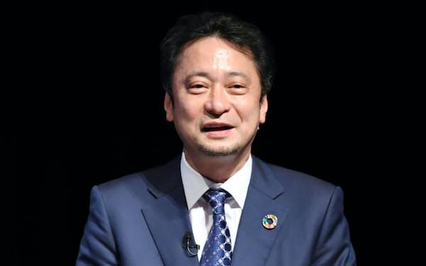 講演するソフトバンクの宮川潤一社長兼CEO(8日、東京都千代田区)