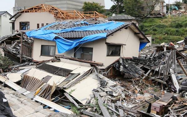 熊本地震で倒壊した住宅(2016年、熊本県益城町)