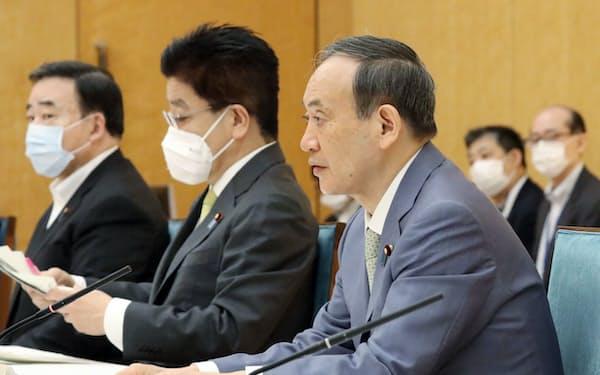 新型コロナの非正規雇用の緊急対策関係閣僚会議で発言する菅首相(8日午前、首相官邸)
