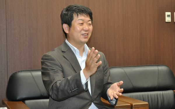 取材に応じるアイリスオーヤマの大山晃弘社長(仙台市内)