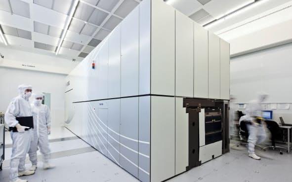 オランダASMLは世界で唯一EUV露光装置を生産する