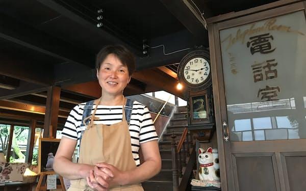 カフェを切り盛りする梅美由紀さん
