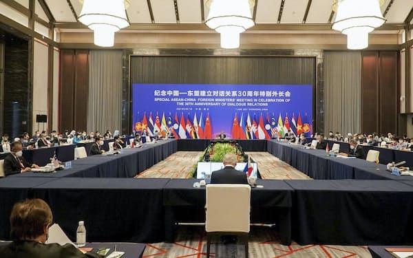 中国・重慶で開催された中国とASEANの外相会議(7日)=VNA・共同