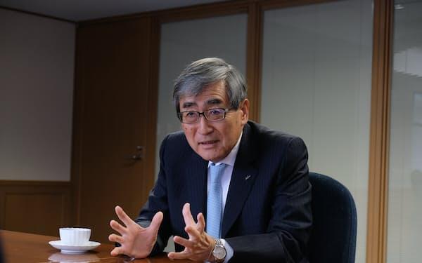 エーザイの内藤晴夫CEOは「相当な『ブロックバスター』になることは間違いない」と話した(8日、東京都文京区)
