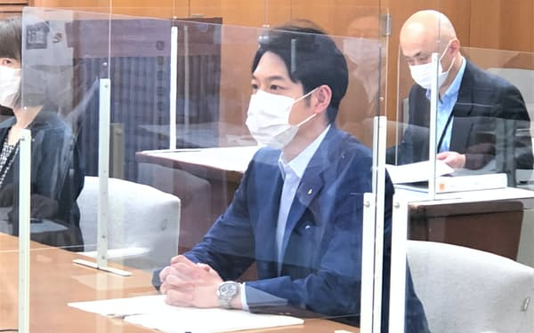 協議会の冒頭であいさつする北海道の鈴木直道知事(9日、北海道庁)