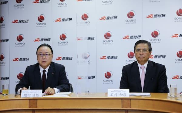 オンラインで記者会見するSOMPOの桜田謙悟社長㊧と産総研の石村和彦理事長(2021年6月9日)