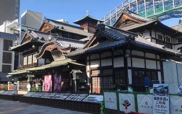 松山市の代表的な観光名所である道後温泉本館(5月)