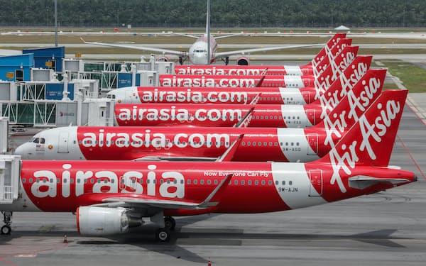 新型コロナの影響で世界の航空会社は事業縮小に追い込まれた(20年4月、マレーシア)=ロイター