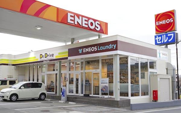ENEOSの給油所に併設したコインランドリー=神奈川県秦野市