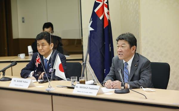 オーストラリアのペイン外相、ダットン国防相とのオンライン形式の会談で発言する(右から)茂木外相、岸防衛相(9日午前、外務省)
