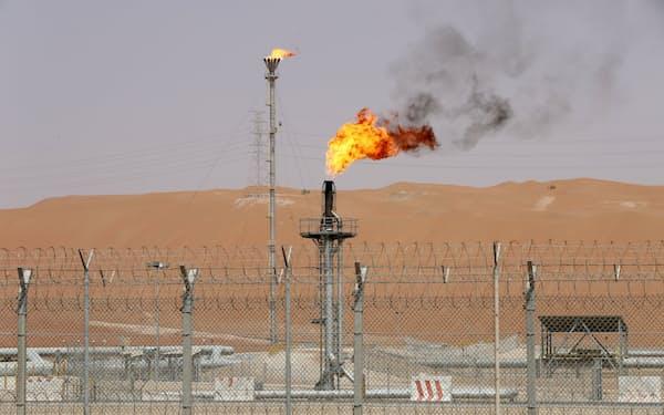 シャイバ油田にあるサウジアラムコの石油施設=ロイター