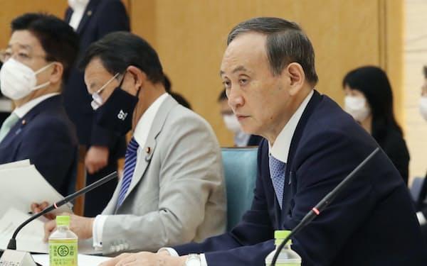 経済財政諮問会議に臨む菅首相(9日、首相官邸)