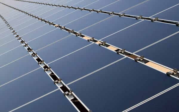 米国では太陽光発電の拡大が見込まれている(ニューメキシコ州の施設)=AP