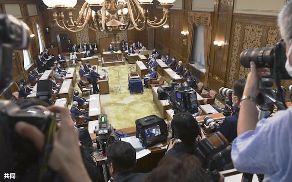 菅政権発足後、初めて行われた党首討論=9日午後、国会
