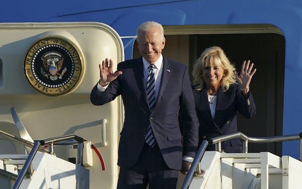 G7サミットに向けて英国に出発するバイデン大統領(9日)=AP