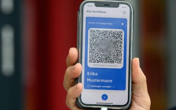 ドイツではデジタルCOVID証明書の運用が始まった(写真はデモ)=ロイター