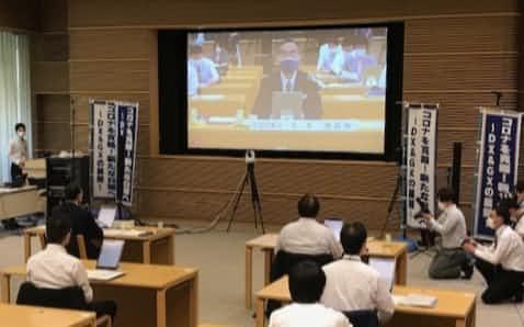2年連続でテレビ会議となった全国知事会議の冒頭であいさつする飯泉会長(10日)