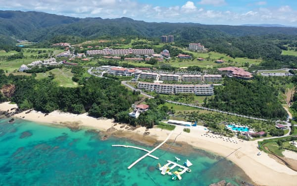 カヌチャベイリゾートが運営する大規模リゾート施設(沖縄県名護市、同社提供)