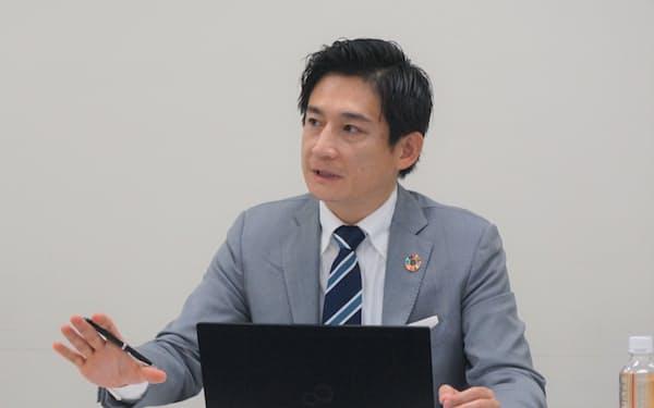 記者会見するテンダの中村繁貴社長(10日・東京都中央区)