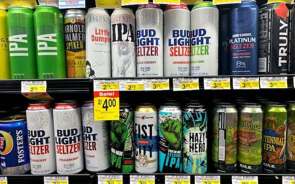 かんきつ系のアルコール炭酸飲料として若者の間で人気(米国のスーパー)=ロイター