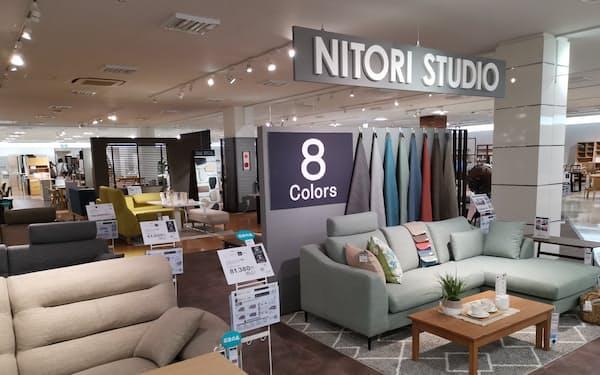 「ニトリホームズ宮原店」の2階ではニトリの家具を販売する(さいたま市)