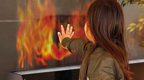 水の粒でできたミストスクリーンに映像を投映し、人が入ったり触ったりすることもできる