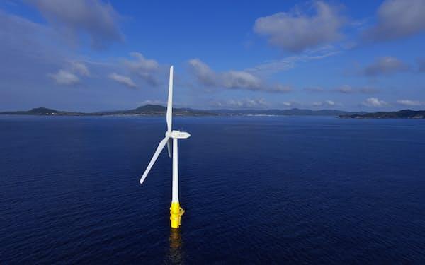 戸田建設が長崎県五島市沖で運用する浮体式洋上風車Ⓒ西山芳一