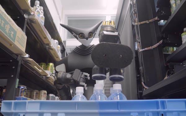 コンビニのバックヤードで飲料を補充する遠隔操作ロボット