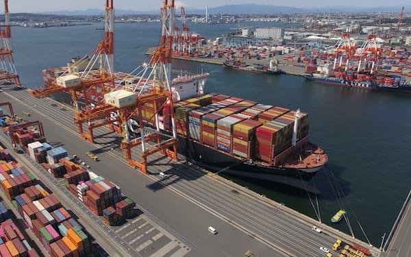 世界最大級のコンテナ船が入港できる南本牧ふ頭「MC4」の稼働が始まり、再編整備が本格化する