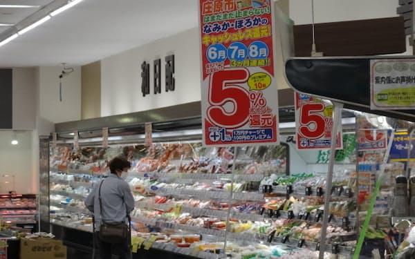 5%還元の経済対策もICカードでできる(庄原市内のスーパー、トーエイ)
