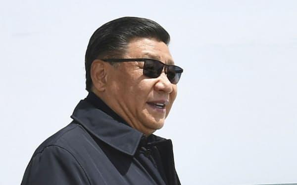 中国青海省を視察する習近平国家主席(8日)=新華社・共同