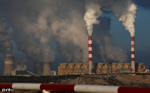 FILE PHOTO: Smoke and steam billows from Belchatow Power Station, Europe's largest coal-fired power plant operated by PGE Group, near Belchatow, Poland November 28, 2018. Picture taken November 28, 2018. REUTERS/Kacper Pempel/File Photo