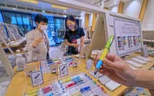 パイロットの期間限定イベントでは、パーツを好きな色で組み合わせて自分だけの万年筆「プレラ」が作れる(銀座伊東屋本店)